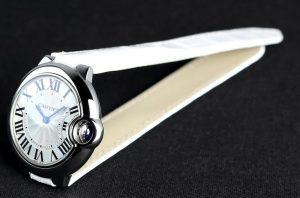 Suisses montres de réplication Ballon Bleu De Cartier sont présentés avec 33mm de diamètre.