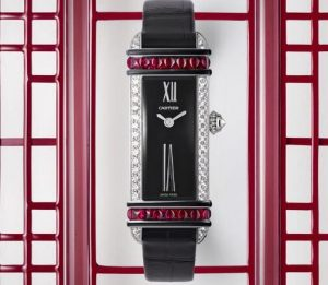 Suissees montres de duplication sont précieuses avec des matériaux rares.