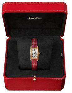 Suisses fausses montres sont brillantes de diamants.