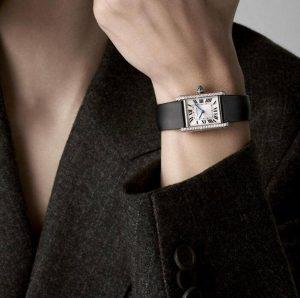 Fausses montres en ligne deviennent lisibles avec des chiffres romains noirs.